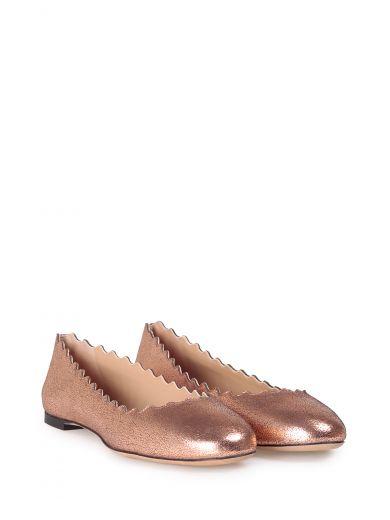 CHLOÉ Lauren Scalloped Cracked-Metallic Leather Ballet Flats in Pink Gold